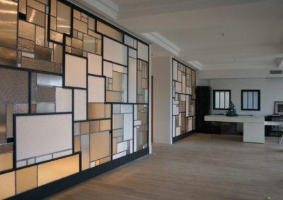 claustra mur rideau verre moucharabieh ON-ME Cloison Créative Lumineuse vitrail - Equilibre - 06.1 réalisation - vue d'ensemble 0116